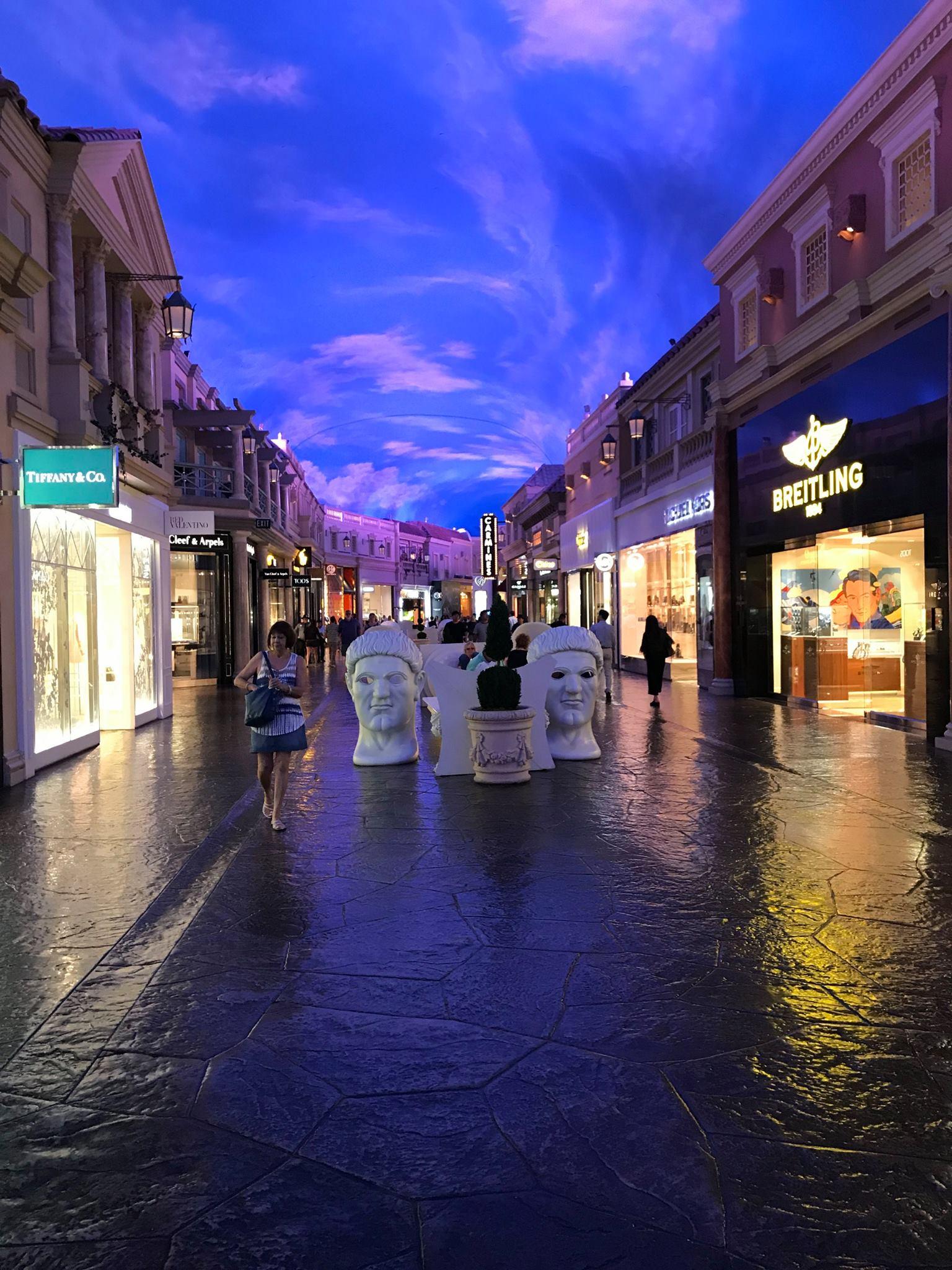 Forum Shops walkway